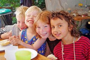vier-kinder-im-eltern-kinder-camp